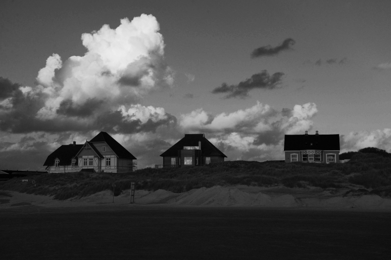 houses-in-the-dunes